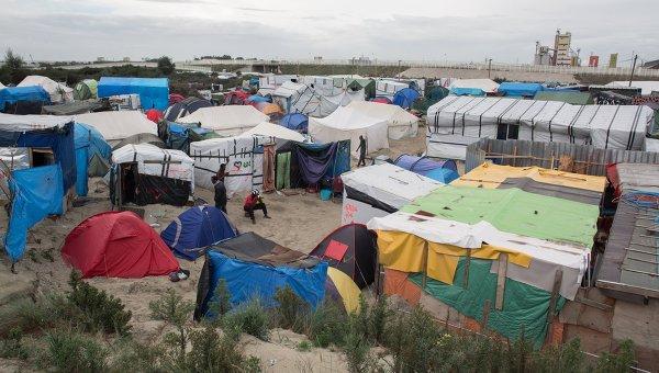 Афганец изнасиловал переводчицу влагере мигрантов вКале