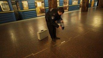На платформе станции метро Героев Днепра в Киеве образовалась огромная трещина