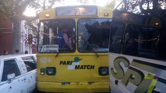 Троллейбус в Одессе протаранил микроавтобус и лимузин