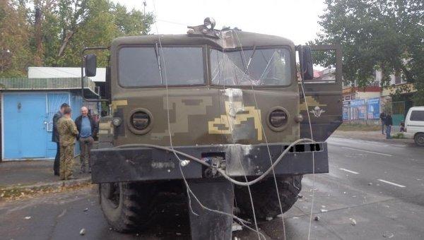 Тягач протаранил электроопору в Первомайске Николаевской области