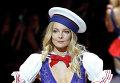 Показ коллекции нижнего белья Etam Live Show Lingerie на Неделе моды в Париже.