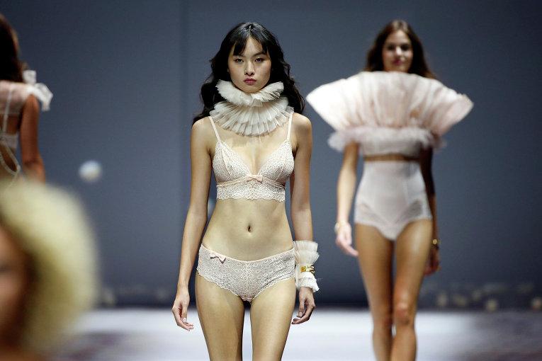 Показ мод женского откровенного белья видео
