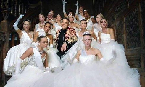 Робби Уильямс опубликовал клип Party like a Russian о жизни некоторых русских