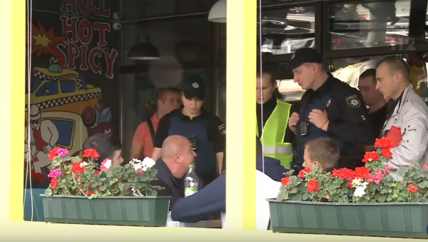 Нацполиция: Мужчина, открывший огонь вкиевском кафе, схвачен ваэропорту