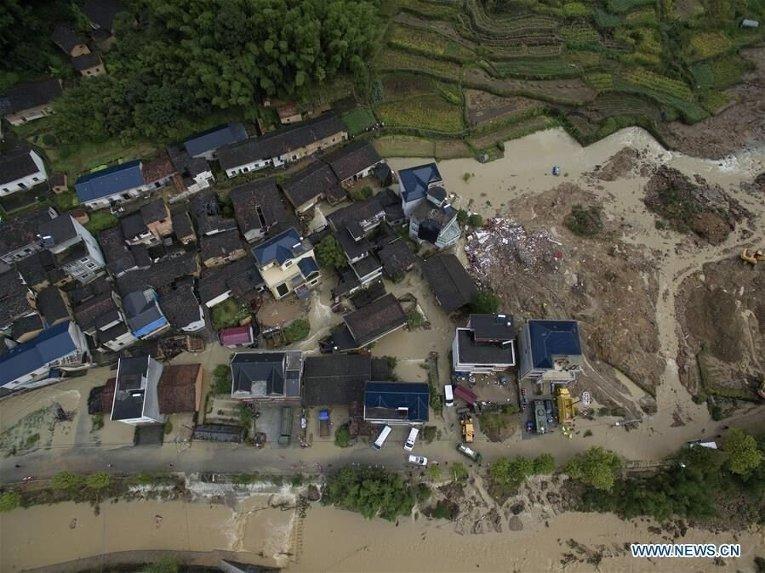 Оползень в КНР: число погибших достигло 15 человек
