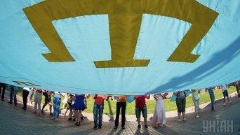 Крымские татары развернули огромный национальный флаг. Архивное фото