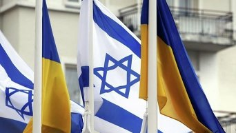 Флаги Украины и Израиля перед зданием Администрации президента Украины