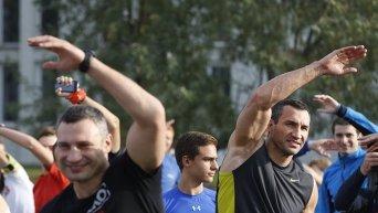 Братья Кличко протестировали самую длинную в Украине беговую дорожку