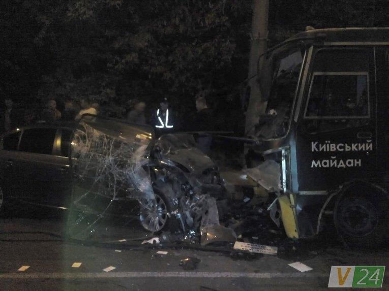 ВЛуцке автомобиль врезался вмаршрутку: один человек умер, около 10-ти пострадавших