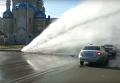 Струя воды разбила троллейбус на Харькове