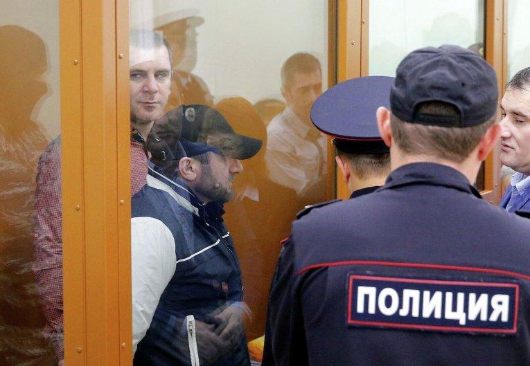 Обвиняемые Хамзат Бахаев и Темерлан Эскерханов во время судебного заседания по делу об убийстве Бориса Немцова