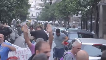 Полиция Греции применила слезоточивый газ против пенсионеров. Видео