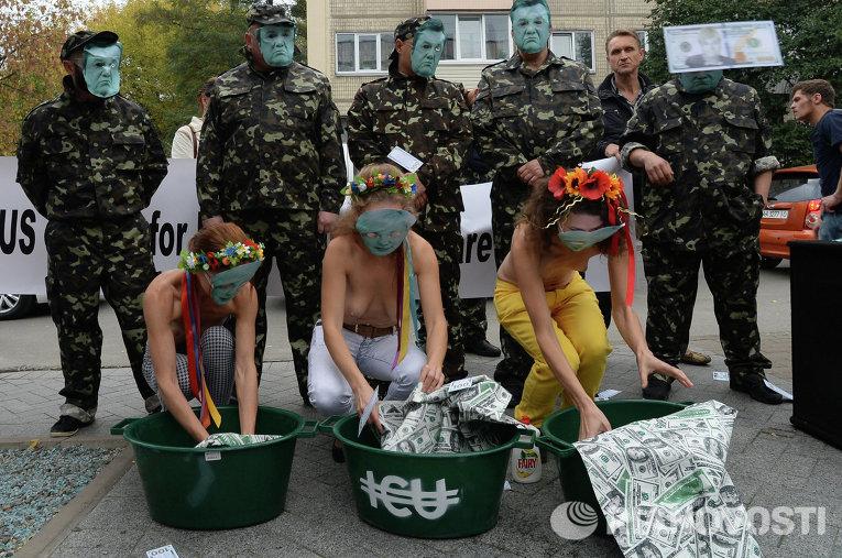 Акция возле посольства США в Киеве