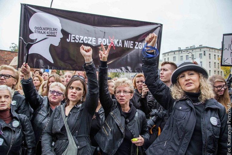 Министр: Власти Польши после массовых акций протеста неподдержат полный запрет абортов