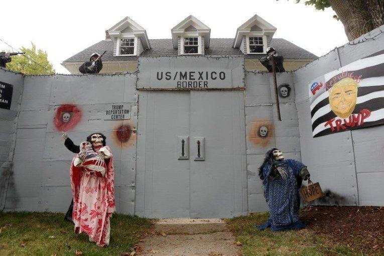 Инсталляция к празднику Хэллоуин в США: Клинтон и Трамп