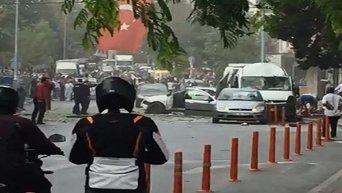 Последствия взрыва у полицейского участка в Стамбуле