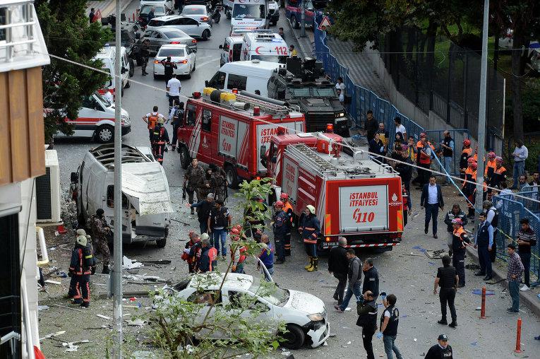 По меньшей мере пять человек получили ранения в результате взрыва, прогремевшего возле полицейского участка в Стамбуле недалеко от международного аэропорта Ататюрка.