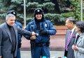 Церемония передачи зимнего обмундирования для участковых офицеров полиции от правительства Японии