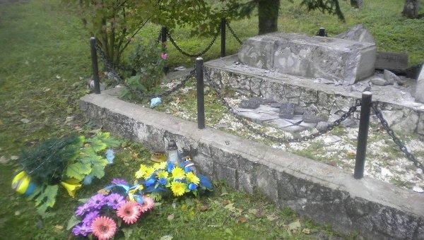 В Польше вандалы разрушили памятник бойцам УПА