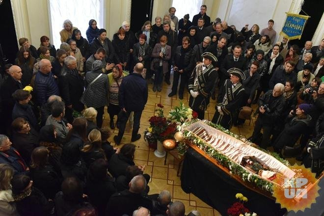 ВКиеве попрощались с супругой министра культуры Оксаной Батько-Нищук