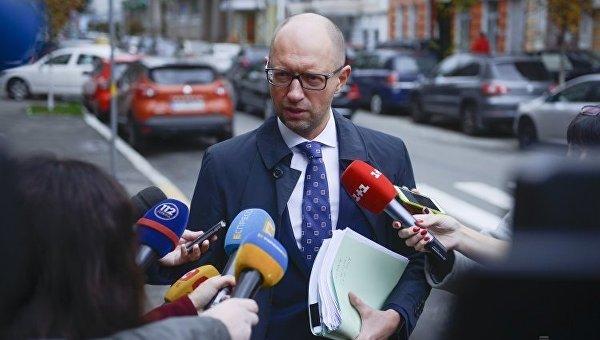 Яценюк на допросе: Турчинов отдавал приказ военным применять оружие в Крыму