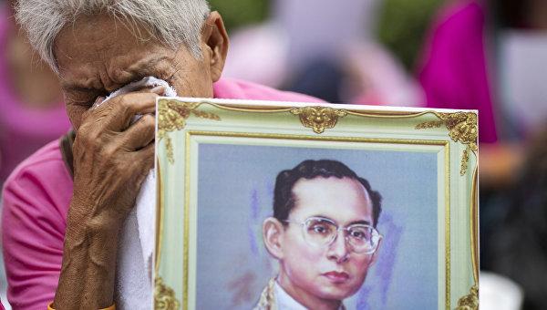 ВТаиланде пятница объявлена выходным днем из-за государственного траура