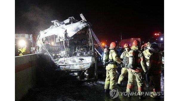 Жертвами трагедии пассажирского автобуса вЮжной Корее стали десять человек
