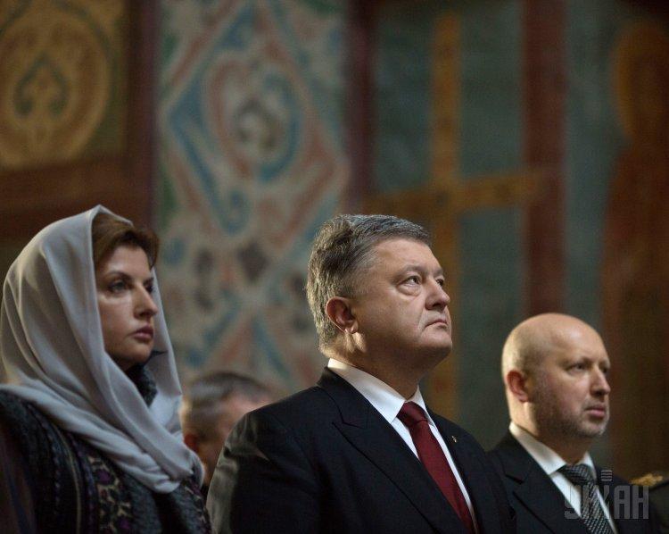 Молитва за Украину в Софиевском соборе. Порошенко с супругой