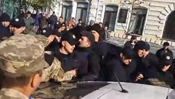 Годовщина УПА. Появилось видео столкновений полиции и участников марша
