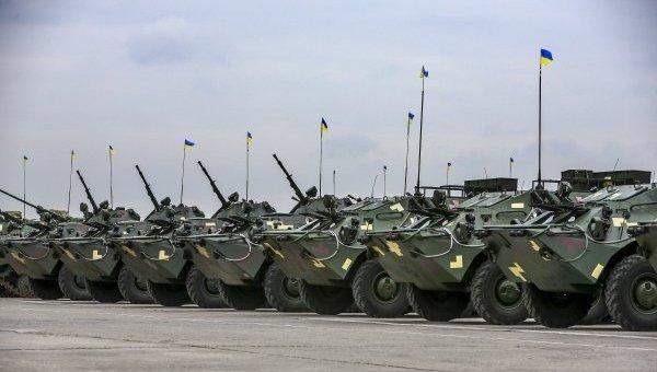 Петр Порошенко принял участие в передаче военной техники личному составу ВСУ в Чугуеве