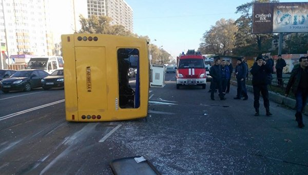 Под Киевом перевернулась маршрутка спассажирами, есть пострадавшие