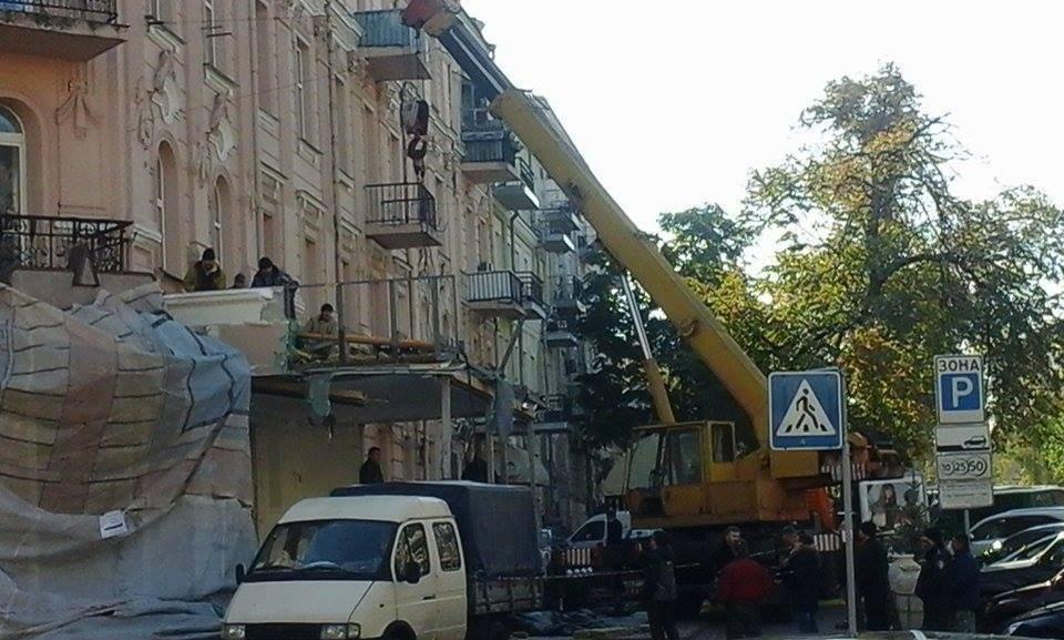 Вцентре украинской столицы подрались полицейские, рабочие ресторана икоммунальщики