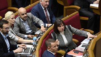 Народные депутаты в зале заседаний Верховной Рады
