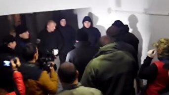 Активисты в масках сорвали показ фильма об ЛГБТ-сообществе в Черновцах