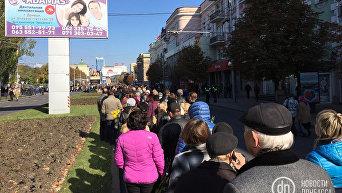 Очередь к месту прощания с Моторолой в Донецке