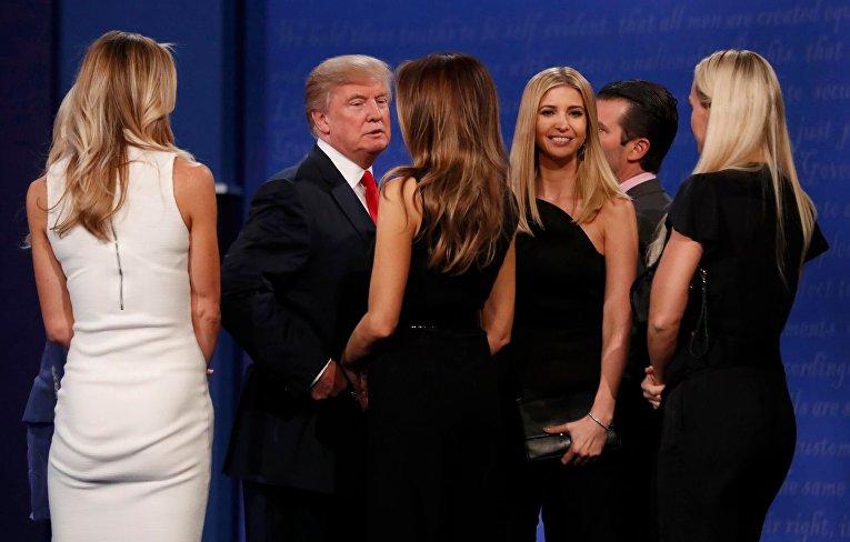 Дональд Трамп с супругой Меланьей, дочерью Иванкой и сыном Эриком
