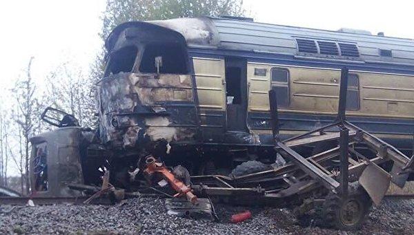 В Винницкой области пассажирский поезд столкнулся с лесовозом