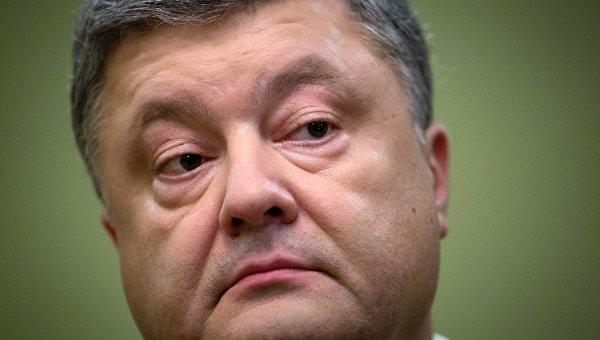 Президент Украины Петр Порошенко выступает перед журналистами по итогам встречи лидеров стран нормандской четверки