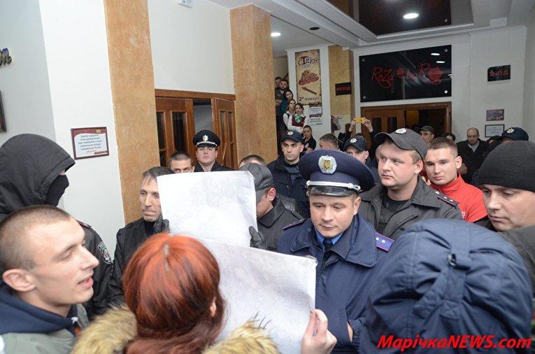 Акция против концерта Потапа и Насти Каменских в Хмельницком