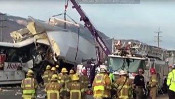 Авария туристического автобуса в Калифорнии, 13 человек погибли. Видео
