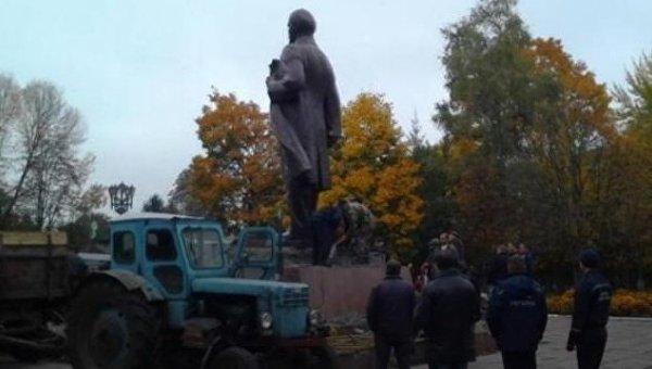 ВУкраинском государстве демонтировали последний монумент Ленину