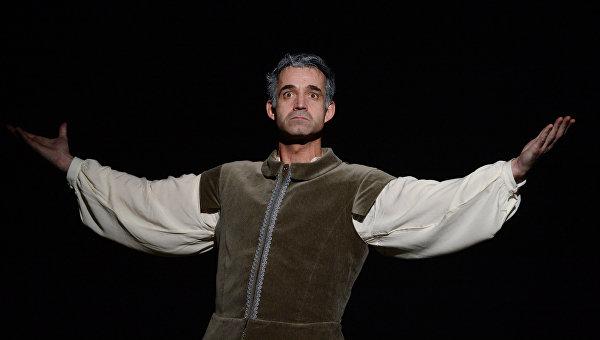 Дмитрий Певцов на сцене театра. Архивное фото