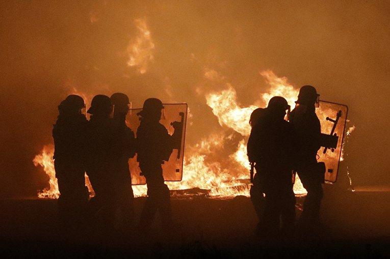 Пожар в мигрантском лагере в Кале
