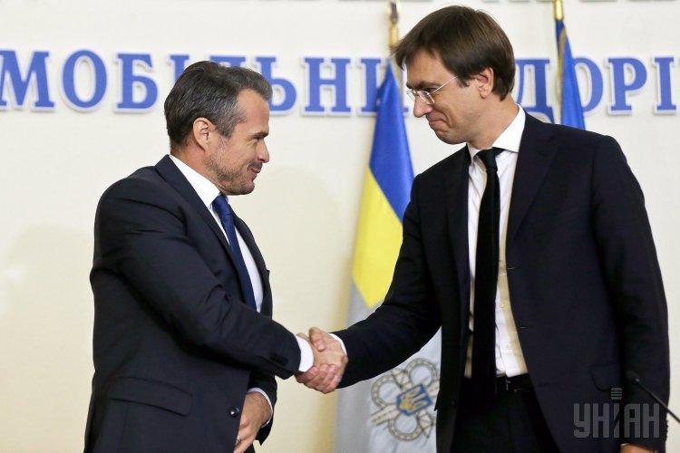 Министр инфраструктуры Украины Владимир Омелян представил нового руководителя Укравтодора Славомира Новака.