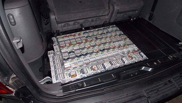 Помощник польского депутата пытался вывезти из Украины более 2,4 тысячи пачек сигарет с украинскими акцизными марками и почти 12 килограммов необработанного янтаря