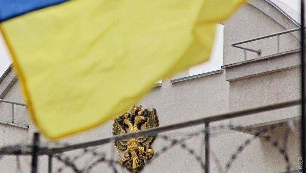 Флаг Украины и герб России