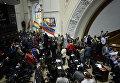 Сторонники президента Венесуэлы Николаса Мадуро на Национальном Собрании в Каракасе, Венесуэла