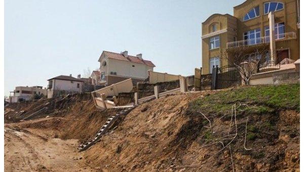 Под Одессой элитные дома сползают вморе из-за хаотичной застройки