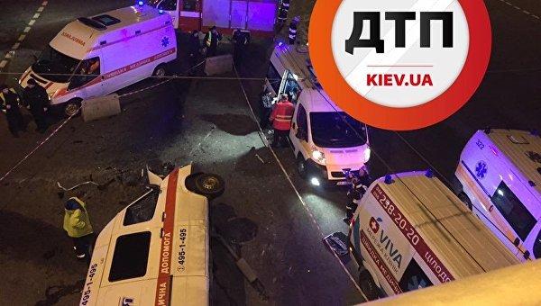 ДТП сучастием скорой помощи вКиеве: трое раненых, один погибший