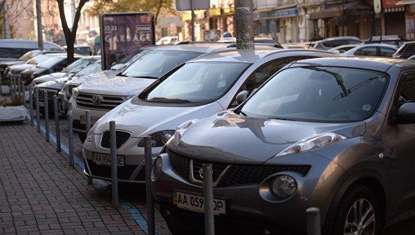 Киев переходит набезналичную оплату парковки— Кличко